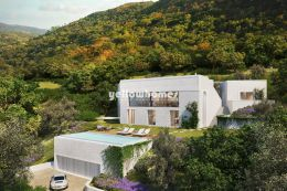 Top quality 5 bedroom villa set on a large private...